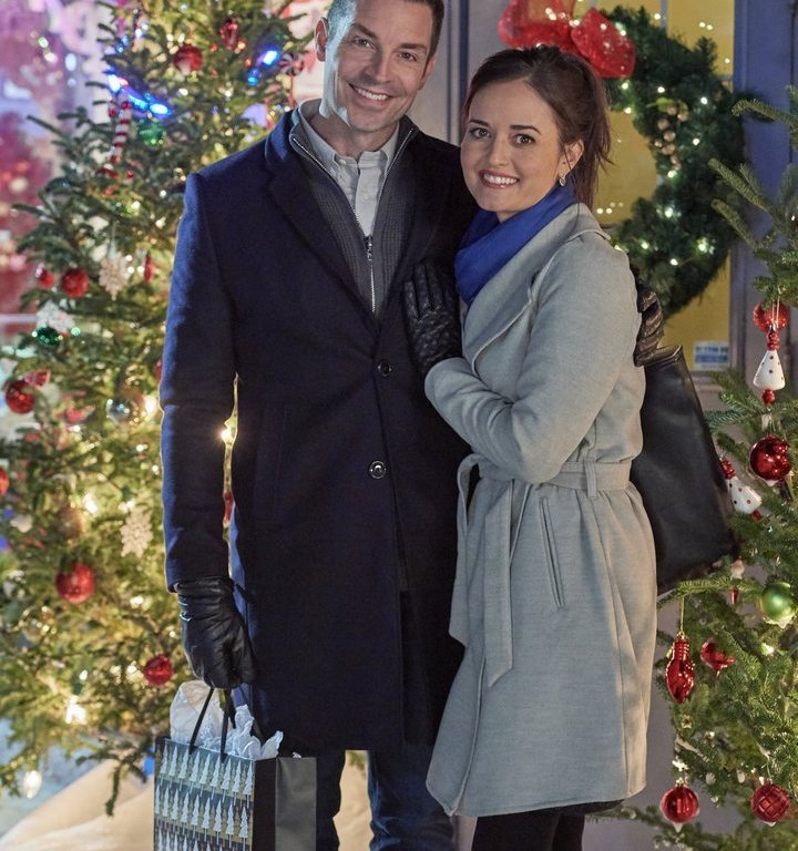 """Preview: """"Christmas At Grand Valley"""" A Hallmark Movies & Mysteries 'Miracles Of Christmas ..."""