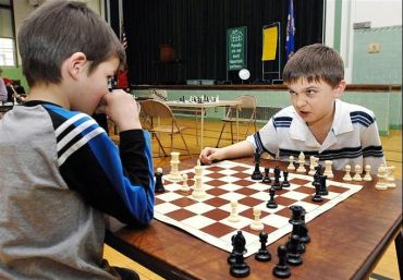 angry_kid_playing_chess