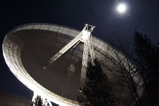 effelsberg-radio-telescope-night