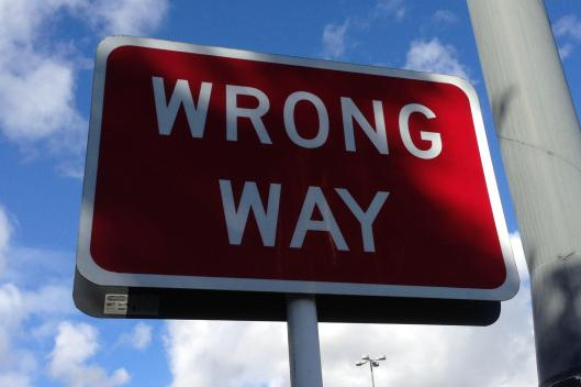 Wrong_way_sign