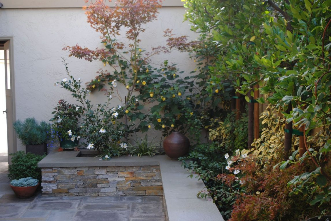Jewelbox Courtyard03