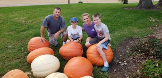 The big pumpkin escapade....now I know these are not as giant as some of the farmers I work with have grown but this certainly was a fun variety for our shareholders. If you have not yet gotten yours, please let us know, and we will drop it off with your corn shocks.