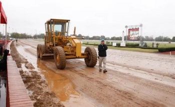 Track man Dan Coon had his hands full on Sunday after substantial rain ended a week of exquisite sunshine in Lexington | Dave Landry