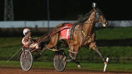 Claus Andersen Dorsoduro Hanover (Matt Kakaley) equaled his career best with a sterling 1:49.4 mile over a sloppy track.
