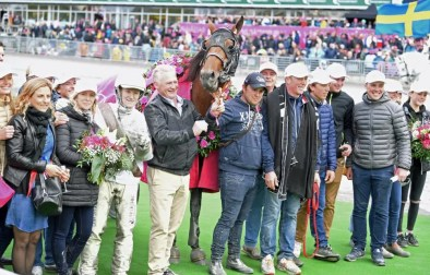 Gerard Forni | The winning connections in the Elitlopp winner's circle.