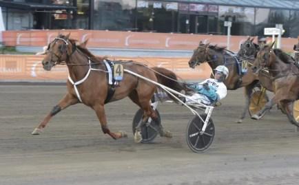 ALN   Conrads Rödluva (Örjan Kihlström) winning the $210,000 European Championship for mares Wednesday at Solvalla in a mile rate of 1:54.1 over 1.3 miles.