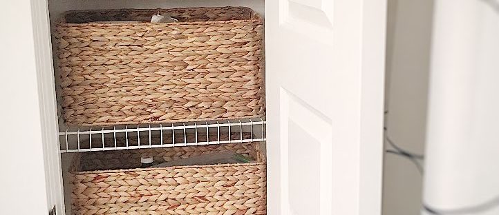 How to organize a linen closet using baskets