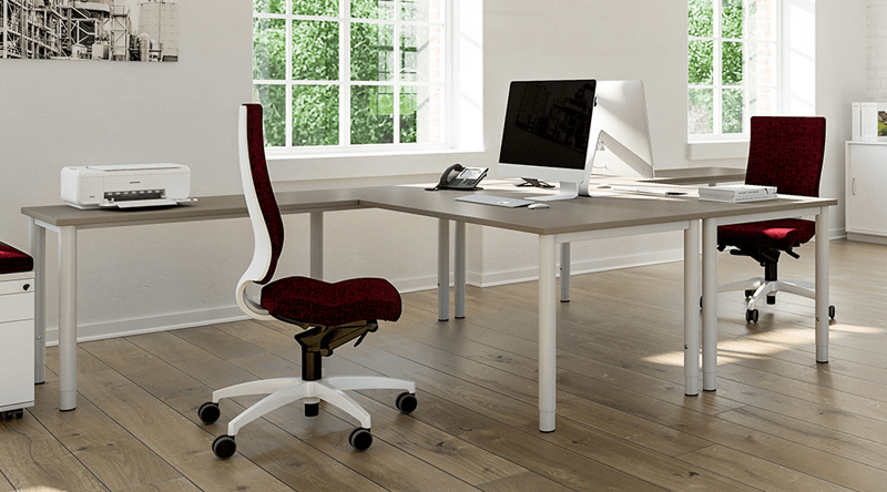 Tried and tested desk concept for all requirements with clear structures and versatile usage options. Stand-sit desk – an additional plus when it comes to dynamics and ergonomics