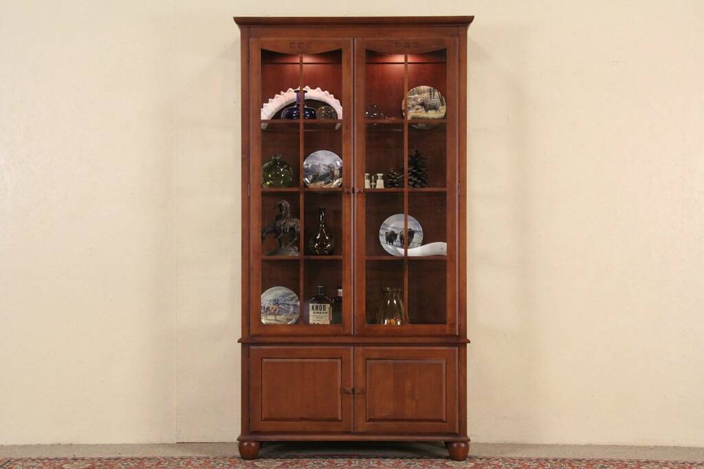 Ethan Allen Lighted China Or Curio Cabinet