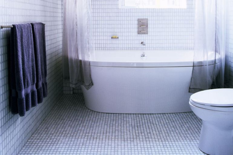 Small Bathroom Decor Ideas - Best Brands and Types of Tile For Small Bathrooms - harpmagazine.com