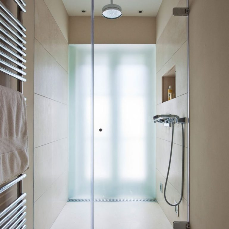 Small Bathroom Decor Ideas - Think Smart With A Narrow Space Bathroom Ideas - harpmagazine.com