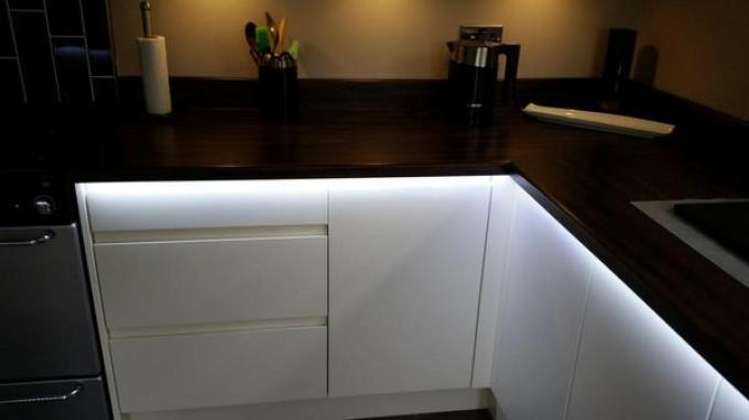Kitchen Lighting Ideas - Cabinets with LED - harpmagazine.com