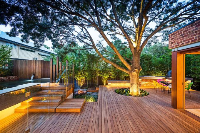 Backyard Landscaping Ideas - Keeping the Tree - harpmagazine.com