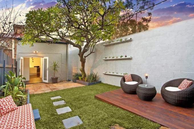 Backyard Landscaping Ideas - Simple Small DIY Space - harpmagazine.com