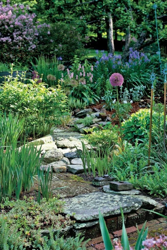 Backyard Landscaping Ideas - Stone Walkway - harpmagazine.com