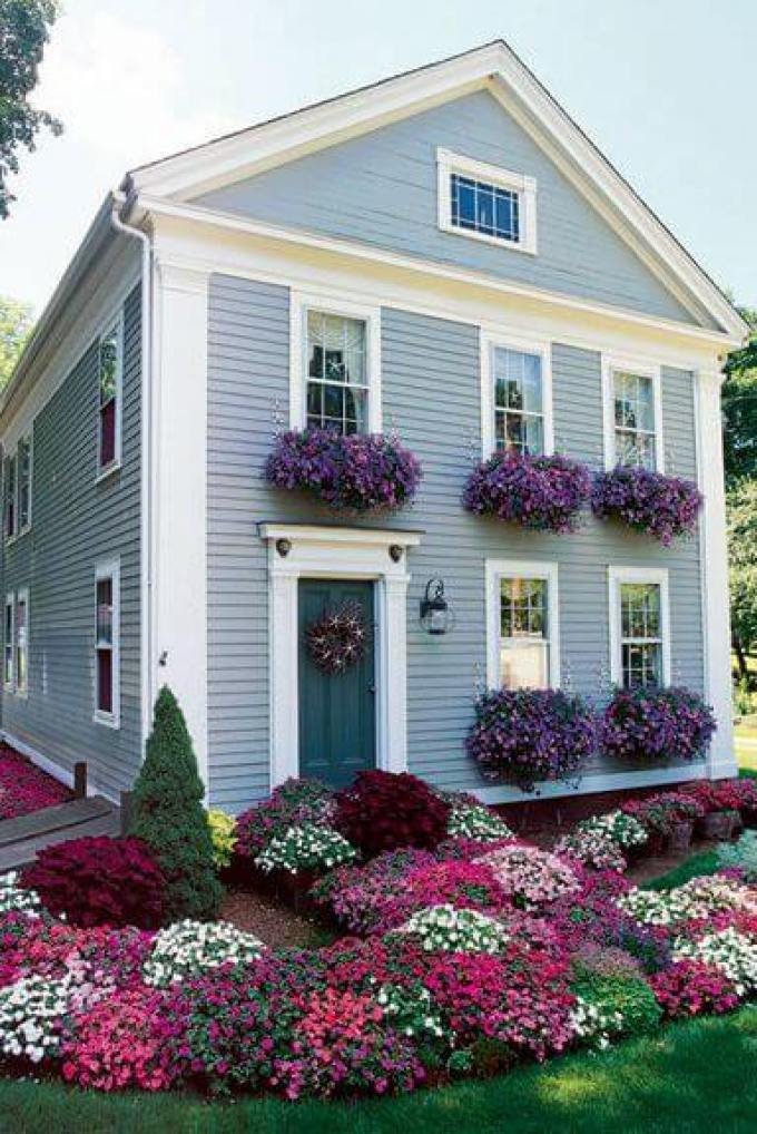 Backyard Landscaping Ideas - Floral Front Yard - harpmagazine.com