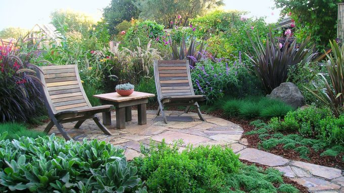 Paver Patio Ideas - Lush Slate Patio - harpmagazine.com