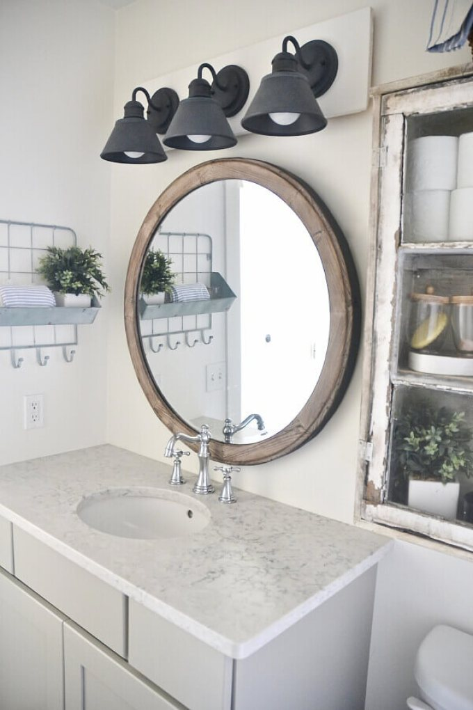 Farmhouse Bathroom Decor Ideas - DIY Farmhouse Vanity Light Fixture - harpmagazine.com