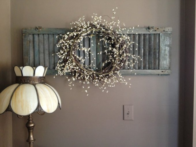 Rustic Wall Decor Ideas - Chalk Painted Shutter with Dried Flower Wreath - harpmagazine.com