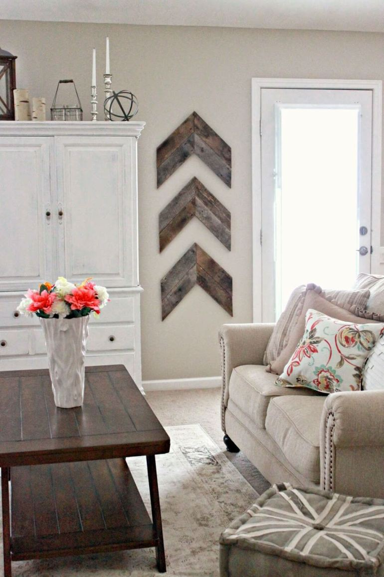 Rustic Wall Decor Ideas - Chic and Simple Reclaimed Wood Wall Chevrons - harpmagazine.com