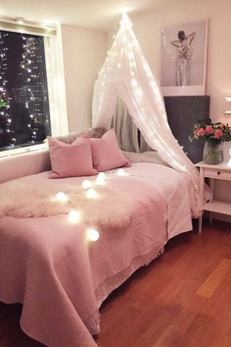Teenage Girl's Bedroom Ideas - Cozy Teen Bedroom Idea With Lights - Harpmagazine.com