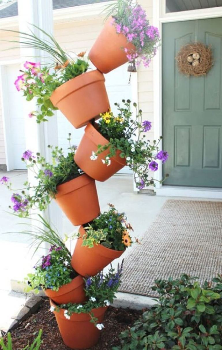 Front Door Flower Pots Ideas - Topsy Turvy Flower Pot Display - harpmagazine.com