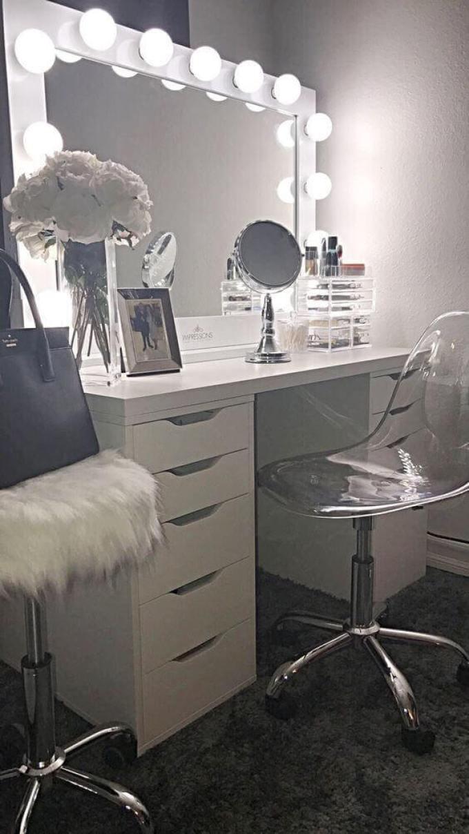 DIY Beauty White Vanity Mirror with Lights - Harppost.com