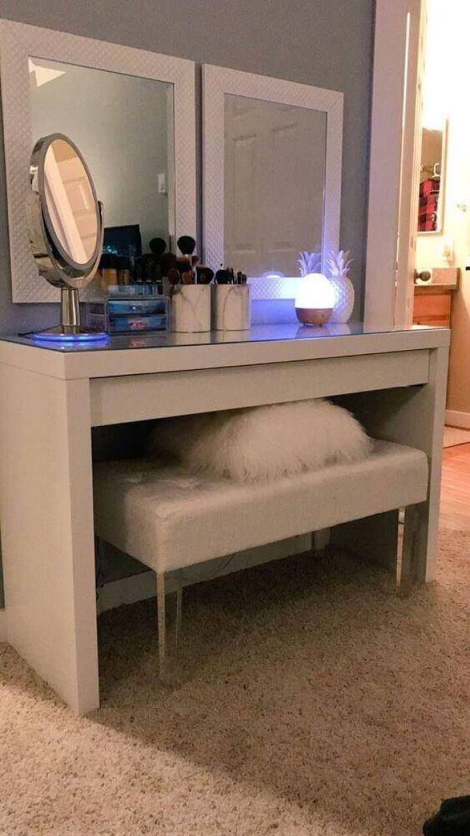 DIY Vanity Mirror with with Egg-Like Lights - Harppost.com
