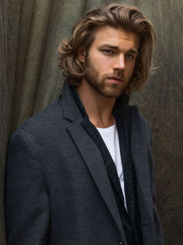 Long Hairstyles for Men - Shoulder Length Wavy Hairstyle - Harptimes.com