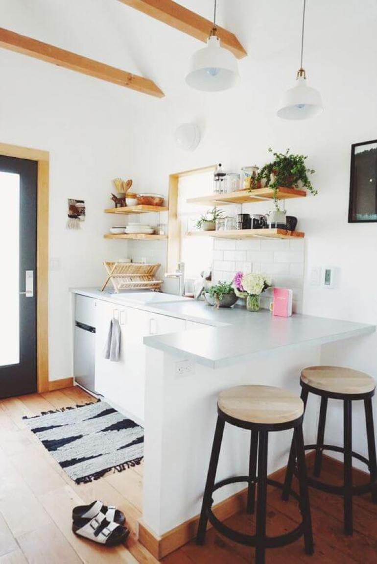 rustic kitchen decor ideas - 15. Light Tiny Kitchen Design - Harptimes.com