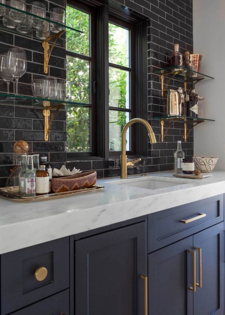 kitchen decor ideas modern - 2. Raccoon Kitchen Design with Brass Hardware - Harptimes.com