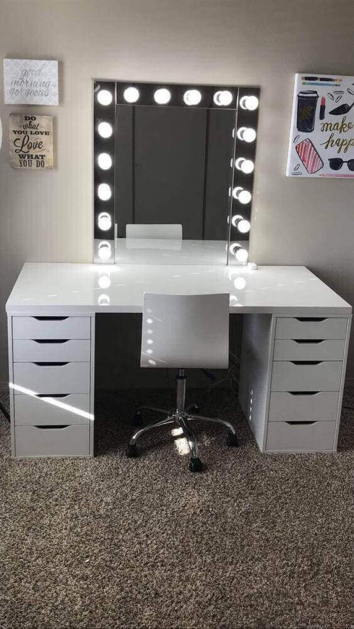 DIY Vanity Mirror with Lights for Teenagers - Harptimes.com