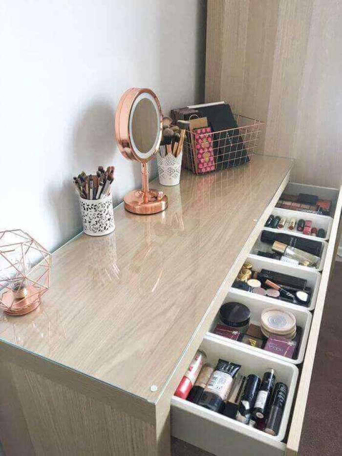 Small DIY Vanity Mirror with Geometrical Lights - Harptimes.com