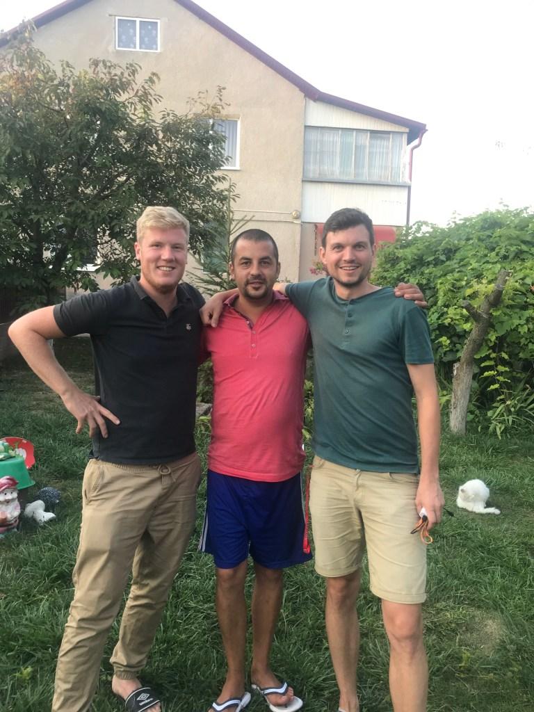Ukraine-Ukrain-Laniwzi-Gastfreundschaft-camping-zelt-Nazar-Freundschaft-alkohol-trinken-vodka