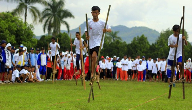 Hasil gambar untuk olahraga tradisional