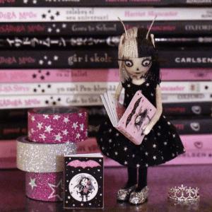 Vinetta reading Isadora Moon Mini Book