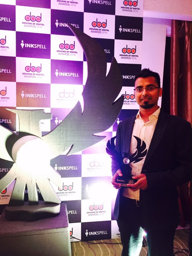 harsh-agrawal-with-best-blog-award