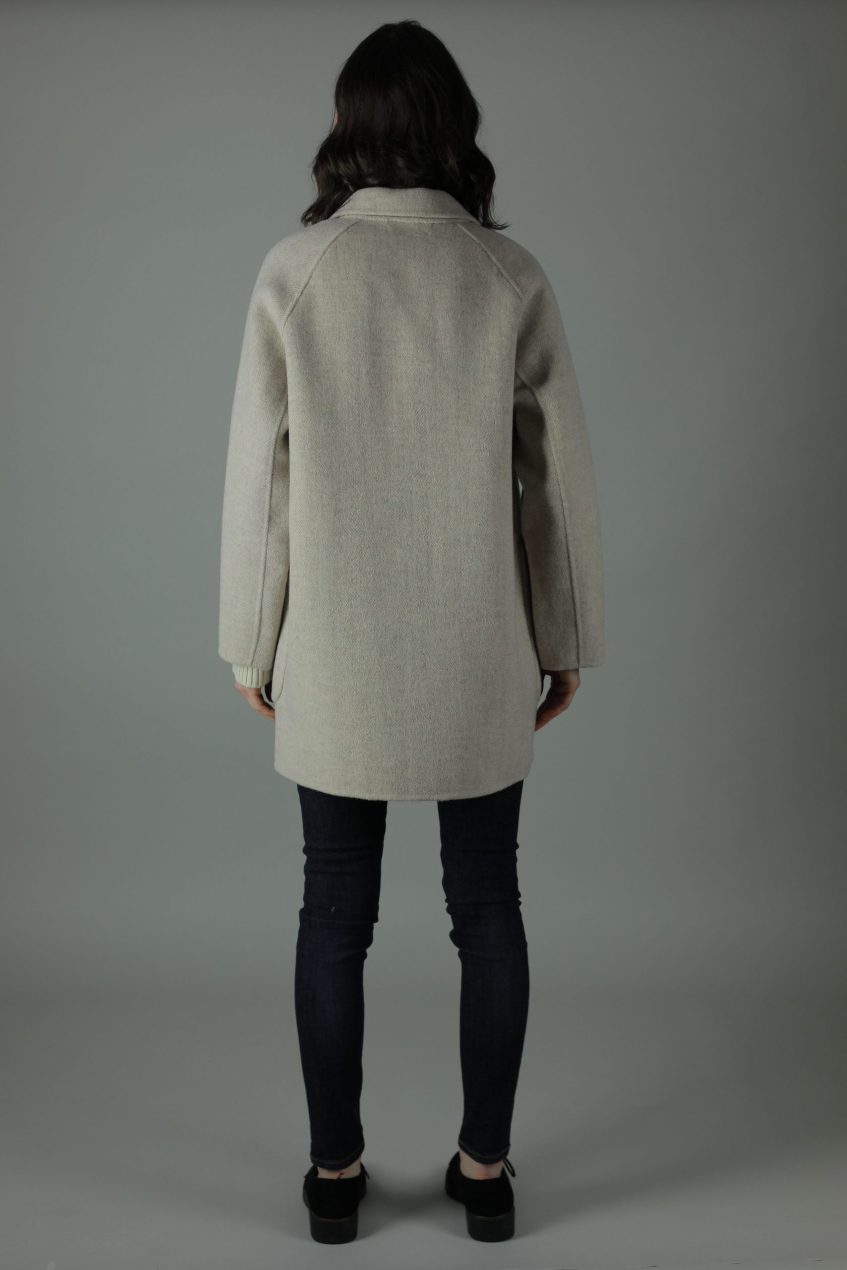 Casually luxurious is our oversized Ellen double-face Cashmere Coat. Thigh length for casual wear, this coat features 100% Cashmere, loose fitting style and beautiful marble effect buttons. Back View.