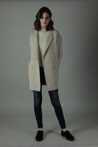 Casually luxurious is our oversized Ellen double-face Cashmere Coat. Thigh length for casual wear, this coat features 100% Cashmere, loose fitting style and beautiful marble effect buttons. Front view