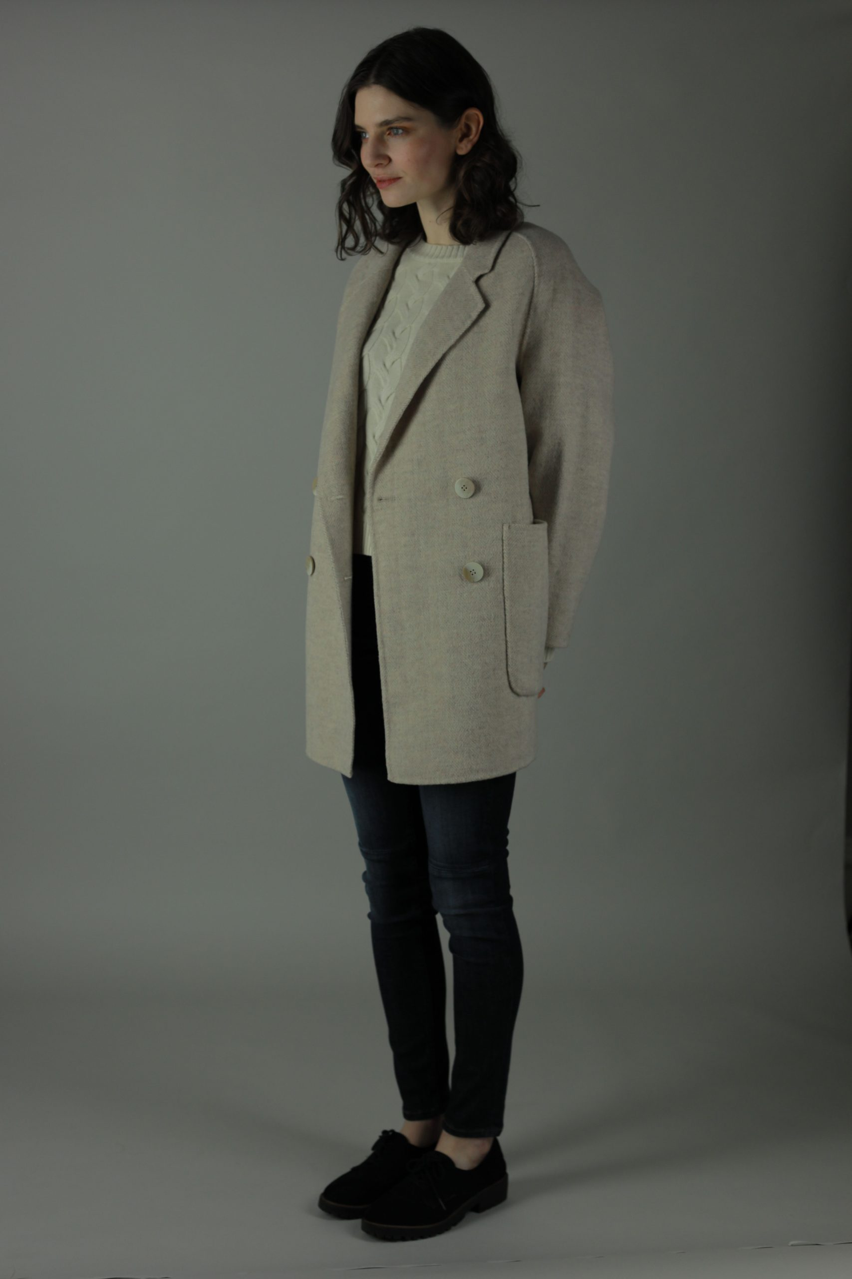 Casually luxurious is our oversized Ellen double-face Cashmere Coat. Thigh length for casual wear, this coat features 100% Cashmere, loose fitting style and beautiful marble effect buttons. Side View.