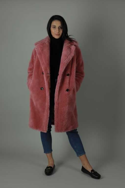 The Raspberry 100% Shearling coat is perfect for the cold weather, featuring front button fastening, two side pockets, large collar, interior pocket and fully lined for warmth and comfort.