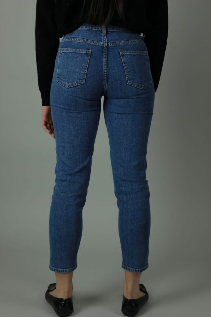 The High waist Lena jean is 98% cotton and 2% Elastane. Lena The Hague jean is cropped for summer style , designed for comfort thesehigh quality jeans will meet every new year with you. Back view.