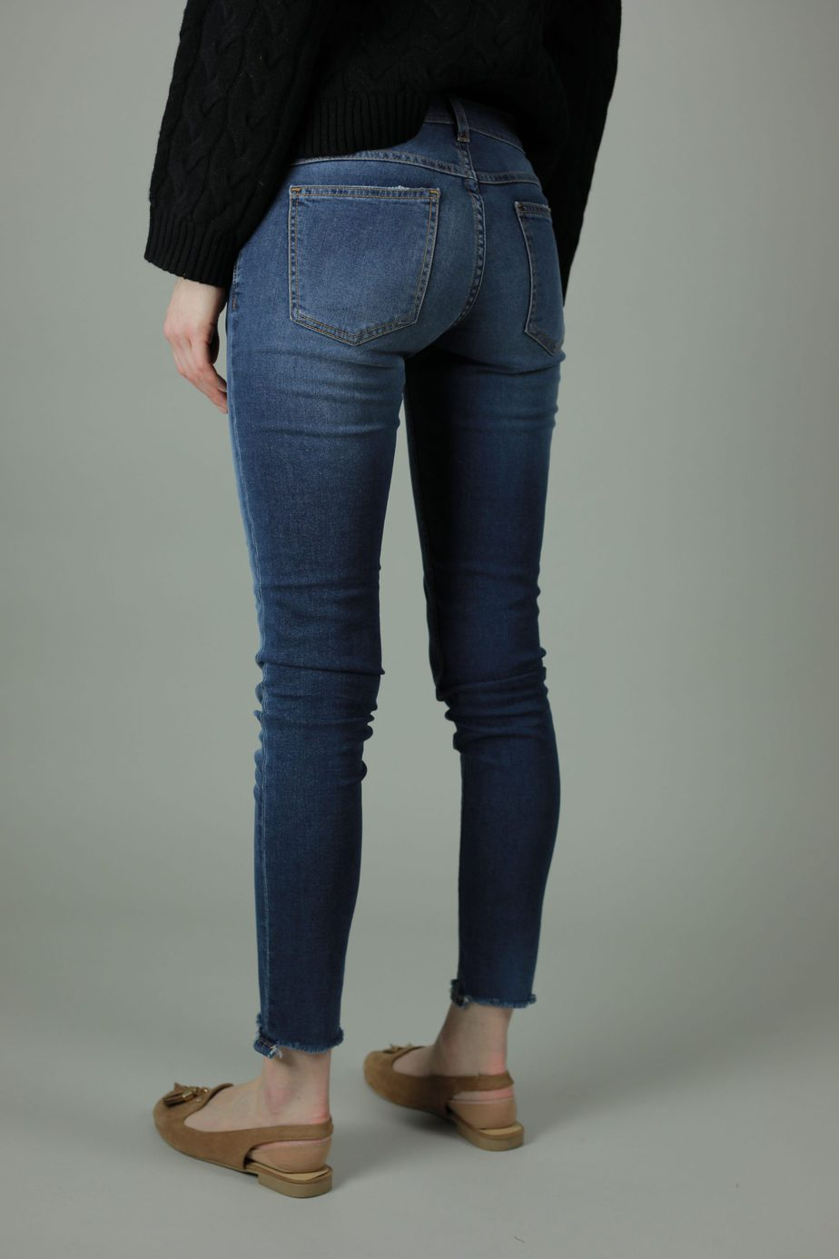 With 98% cotton and 2% elastane the Meghan Lisbon Jeans are comfortable and durable for year round wear. These jeans are skinny leg, superstretchy denim with frayed effect to rock any look. Side view.