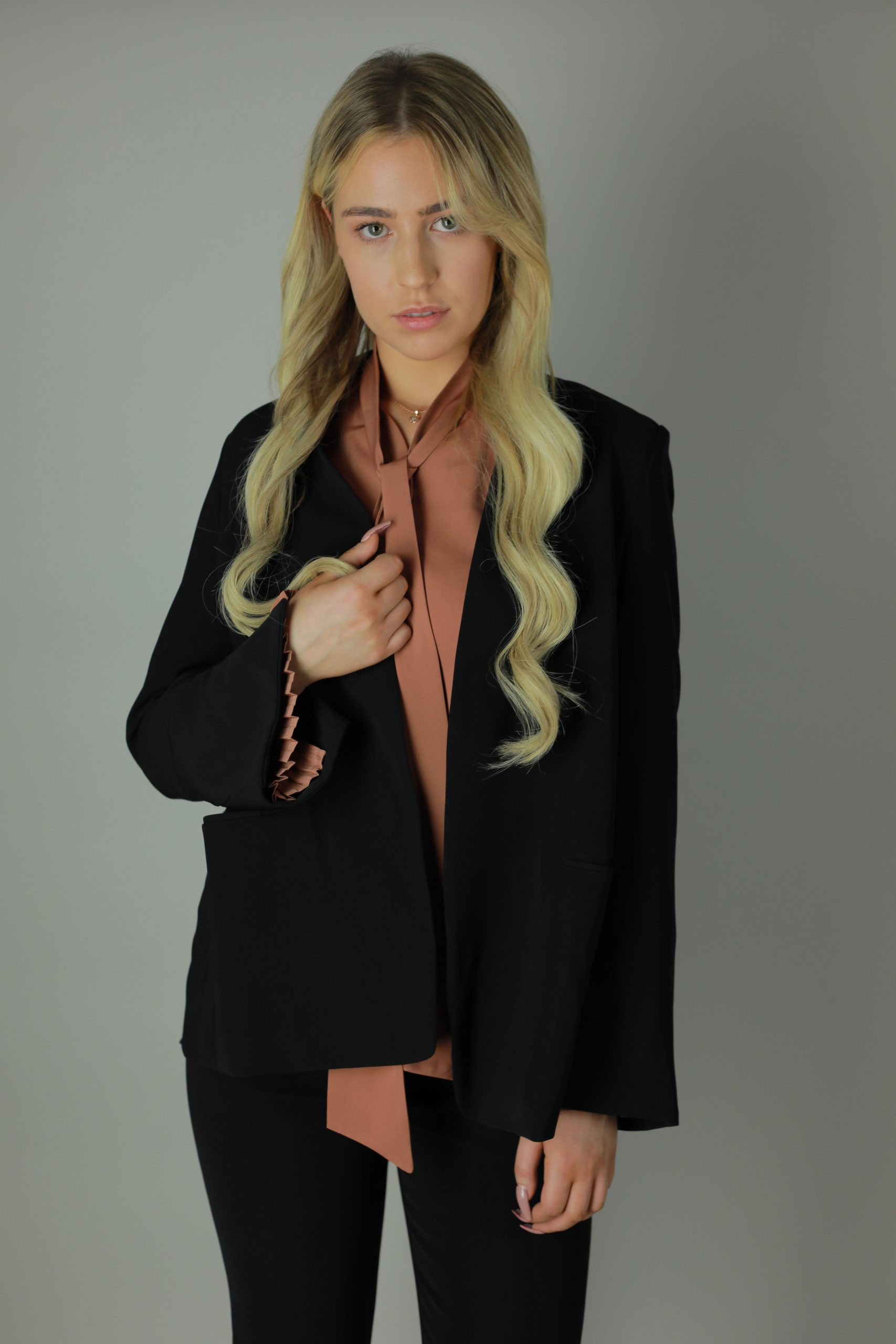 Put some Hart into your smart ensemble with the the Abi trouser suit to style up for any opportunity, from your office to the bar. This smart ensemble features subtle black buttons, cropped trouser leg, ribbon effect arm ends and a in-built waist belt for a impeccable fit and stylish look.