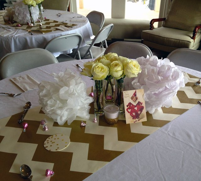 Fun Table decor with some pink kisses
