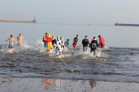 Fundraising Boxing Day Dip 3