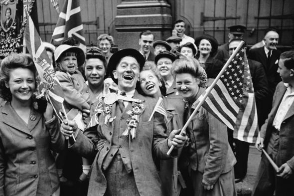 VE-Day-decorations-how-to-make-1945-2444561