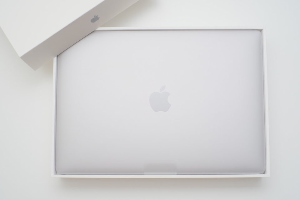 MacBook Air,Early 2020,開封,購入