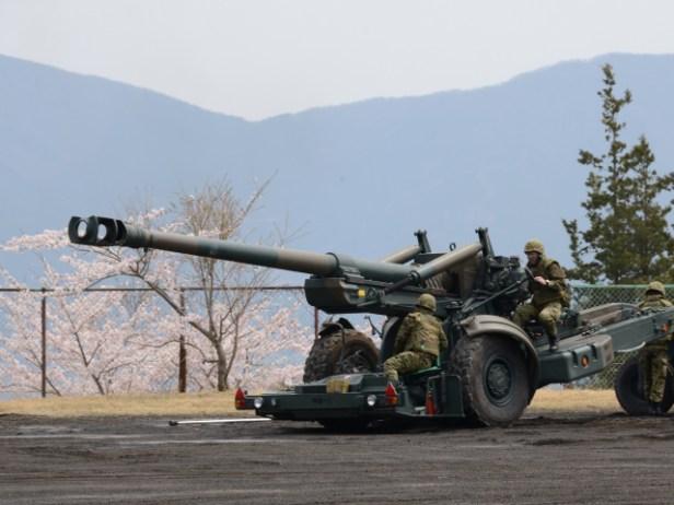 155mm榴弾砲。このサイズでも着弾点から100mは負傷リスクあり