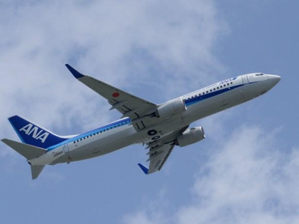 沖縄の経済に航空輸送は不可欠 (機体と本文の内容に関連性はありません)